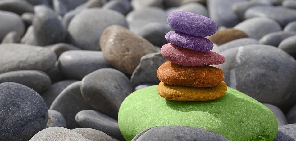 Pedras Coloridas equilibradas